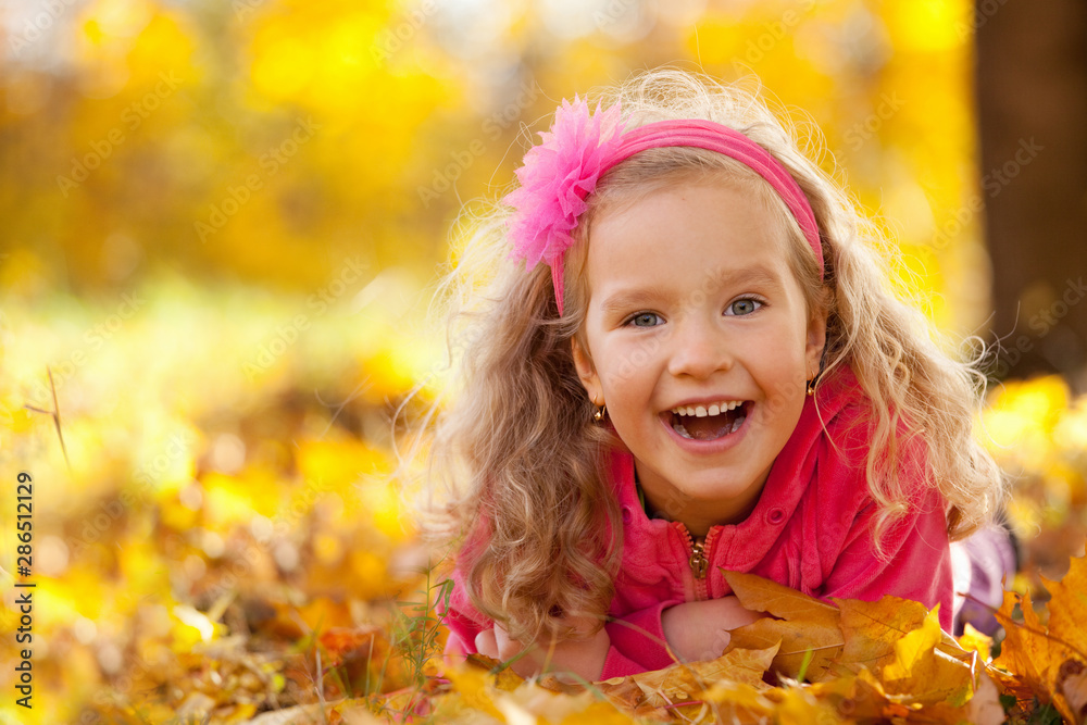 Fototapety, obrazy: Happy girl in autumn park