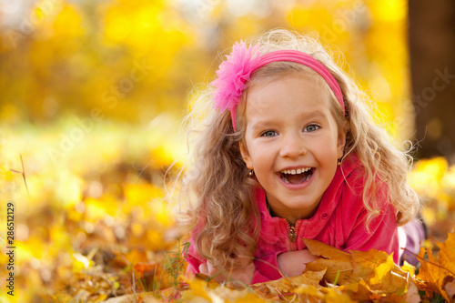 Happy girl in autumn park - 286512129