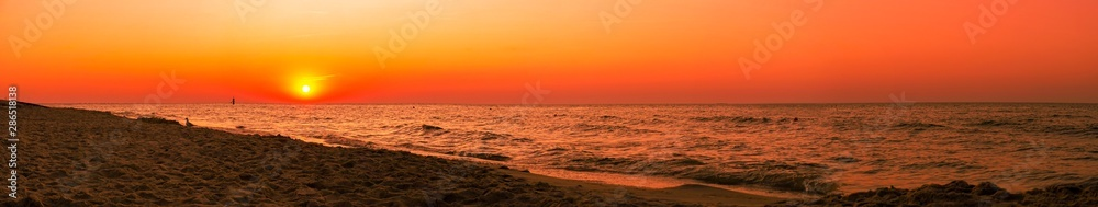 Sunset - sun reflecting in sea/ ocean, shore - panorama