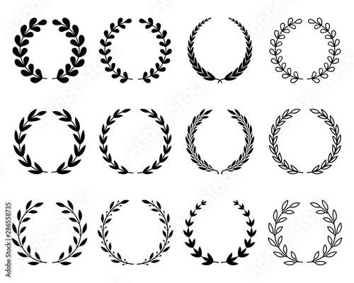 Fotografia  A large set of various laurel wreaths