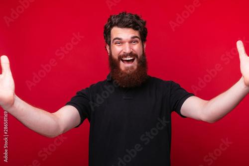 Fotografia, Obraz Nice to see you, Amazed bearded man is ready to hug you