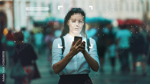 Fotografía  Smart technologies in your smartphone, collection and analysis of big data