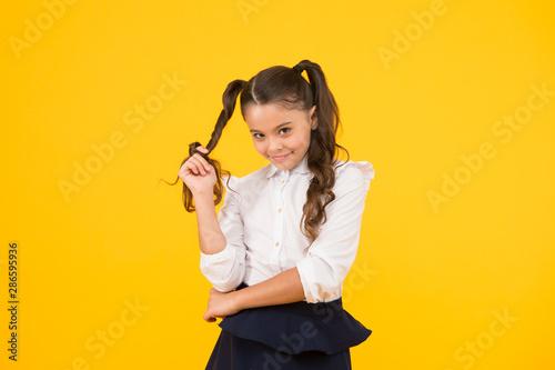 Canvastavla  Modest hairstyle
