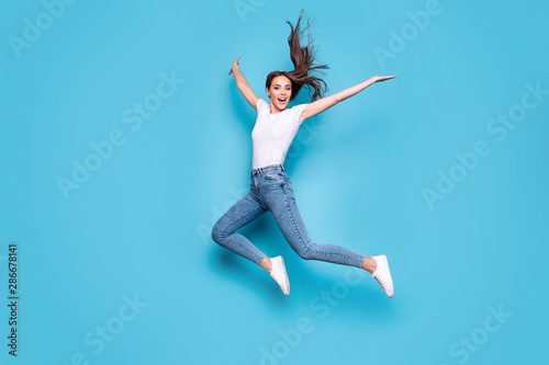 Stampa su Tela Full body photo of lovely girl raising hands arms jumping screaming isolated ove