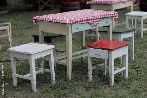 Village table with chairs 02