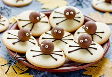 Fun And Spooky Spider Cookies , Halloween Party Food Idea For Kids