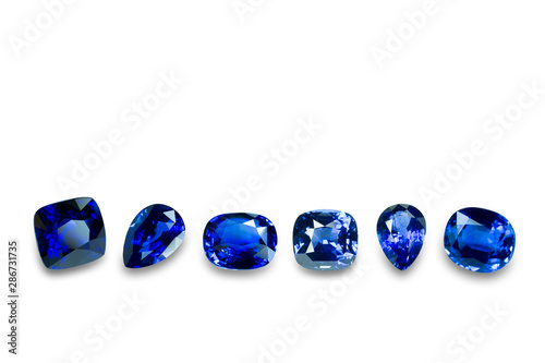 Photo Blue sapphire isolated on white background