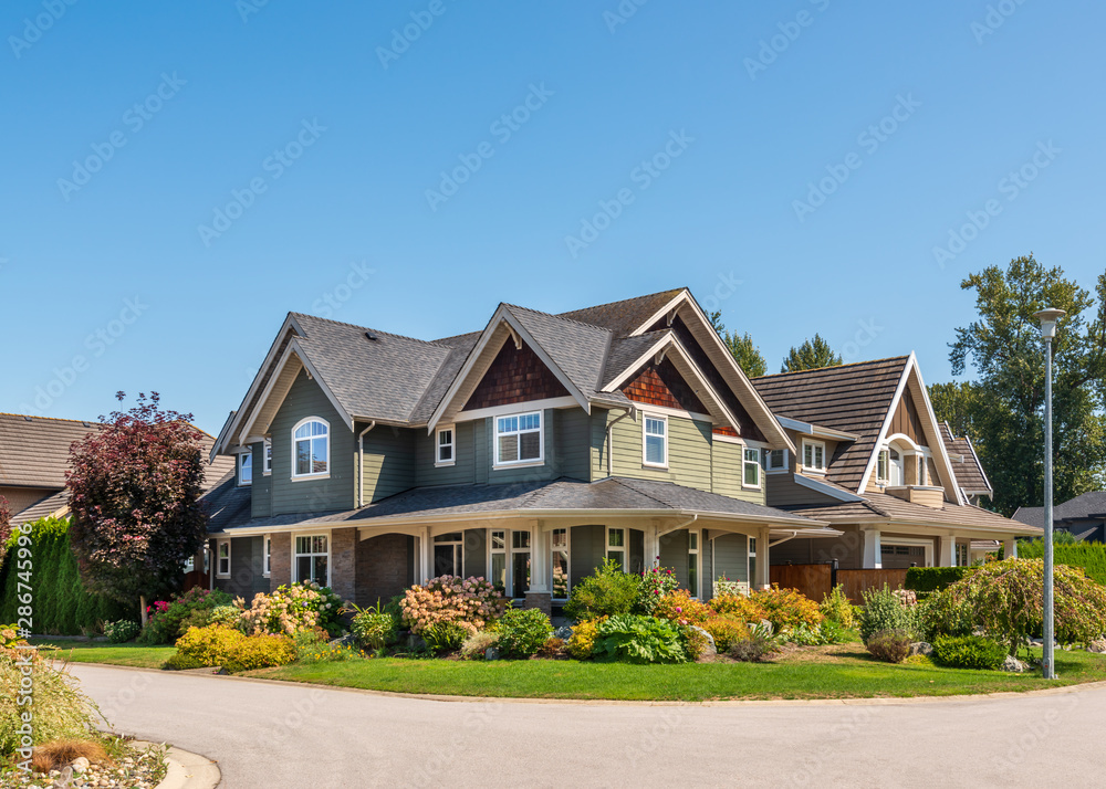 Fototapeta A perfect neighbourhood. Houses in suburb at Summer in the north America. Luxury houses with nice landscape.