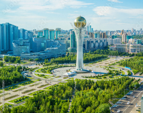 Photo Aerial view of the Baiterek Tower in Nur-Sultan (Astana), Kazakhstan