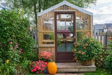 Residential Greenhouse Decorat...
