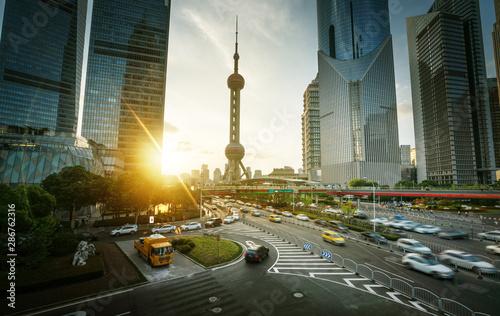 Foto auf AluDibond Shanghai sunset in Shanghai lujiazui financial center, China