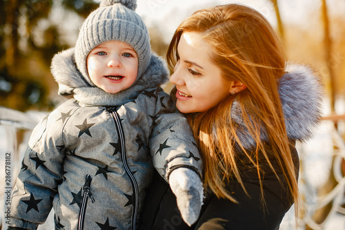 Foto  Mother with cute son in a winter park