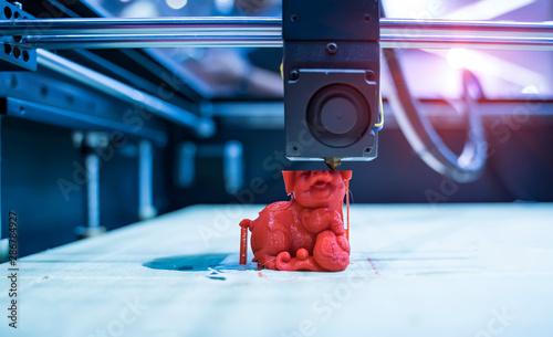 3D printer printing pig figure close-up. Obraz na płótnie