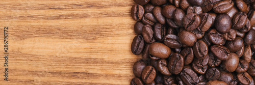 Stickers pour portes Café en grains Coffee bean. The background of roasted coffee beans is brown on wooden boards. layout. Flat lay.