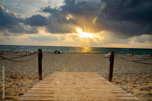 Fotobehang Pier paisaje de playa de formentera e ibiza, con agua azul turquesa