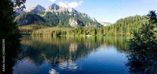Carta da parati Il lago di Tovel nel Parco Naturale Adamello Brenta