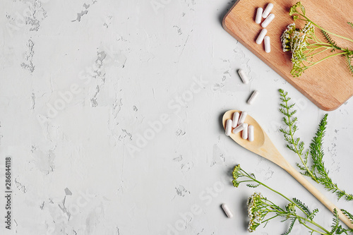 Fotografia  Alternative medicine, naturopath and dietary supplement