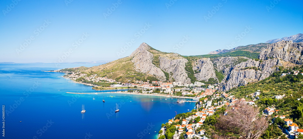 Fototapety, obrazy: panorama of coastline and mountains in Omis Croatia