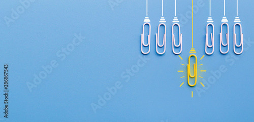 Great ideas concept with paperclip,thinking,creativity,light bulb on blue background,new ideas concept Fototapet