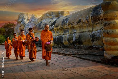 Fotomural Monks and novices at Phra Non Temple, Wat Lokayasutharam Phra Nakhon Si Ayutthay