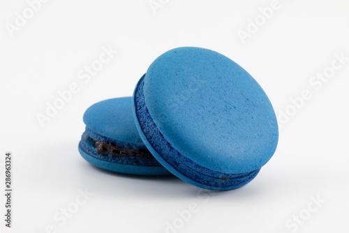 Foto auf AluDibond Macarons Blue macaron(mixed berry) on white background