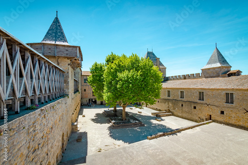 Платно  Courtyard of Chateau Comtal in Carcassone
