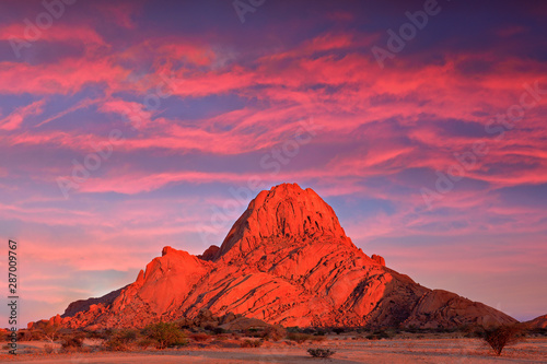 Obraz Spitzkoppe, beautiful hill in Namibia. Rock monument in the nature. Landscape in namibia. Stone in the nature, evening light in the rocky desert. Travel in Namibia, Africa. Große Spitzkoppe monument. - fototapety do salonu