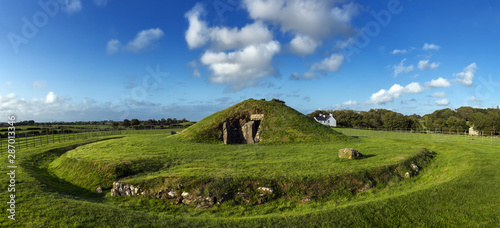 Fényképezés Bryn Celli Ddu, Neolithic Burial Chamber on the Isle of Anglesey in North Wales, UK