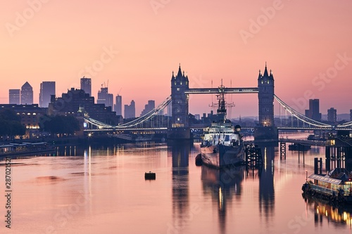 Photo Stands Ship Skyline of London