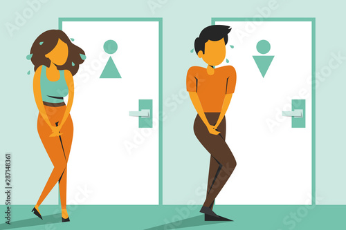 Fotografía Woman and man standing at the closed toilet door