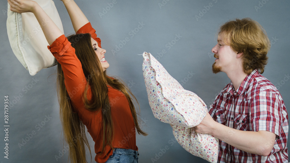 Fototapety, obrazy: Man and woman having pillow fight