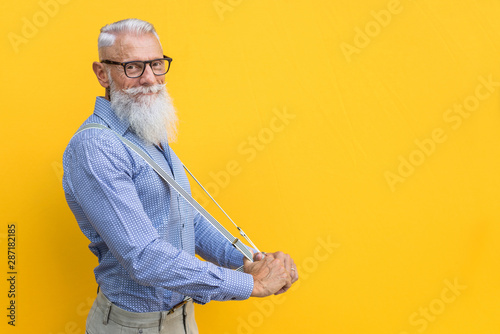 Foto Senior hipster man portrait