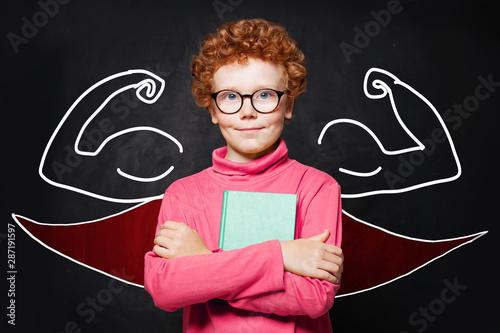 Montage in der Fensternische Akt CHild boy in superhero outfit holding book. Smart kid portrait