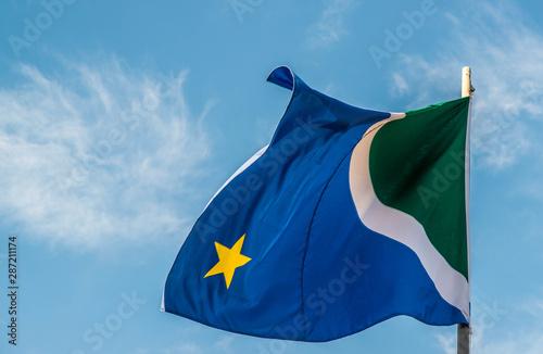 Fotografija  A beautiful view of brazil state flag (bandeira do mato grosso do sul)