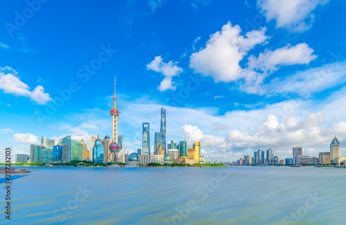 Photo  The Bund and Lujiazui's Cityscape on the Huangpu River in Shanghai, China