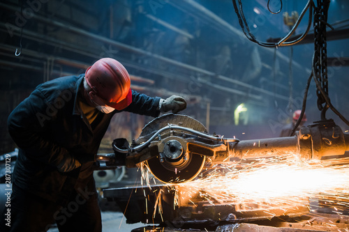 Photo  Welder used grinding stone on steel in factory with sparks