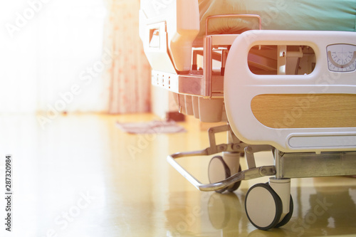 Photo Hospital patient bed Clean bed in a modern hospital,, Health Concept