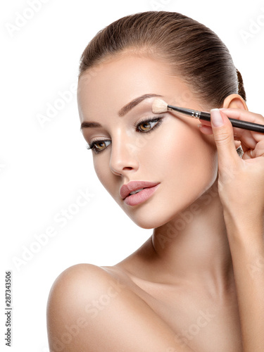 Fototapeta Beautiful woman applying eyeshadow use makeup brush