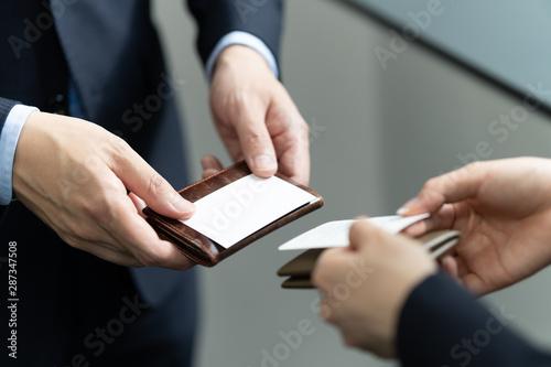 名刺交換をするビジネスマンの手元のアップ Canvas Print