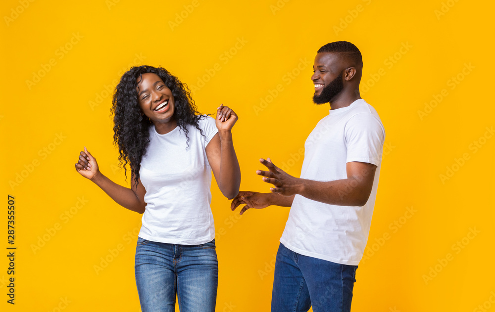 Fototapety, obrazy: Lovely afro couple having good time with each other