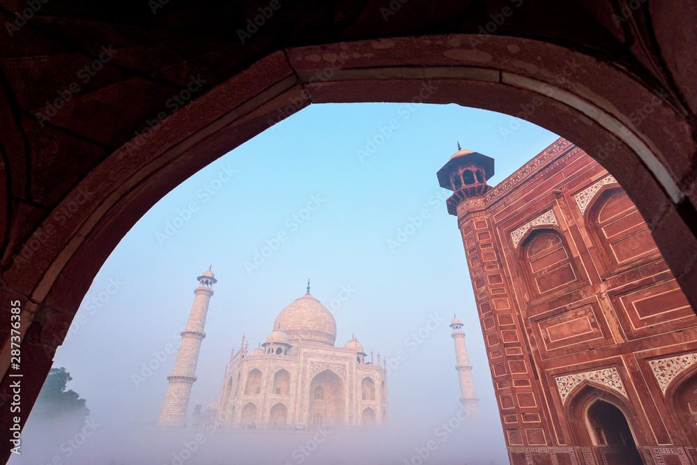Fototapety, obrazy: Taj Mahal in the fog at Indian city of Agra, Uttar Pradesh, India.