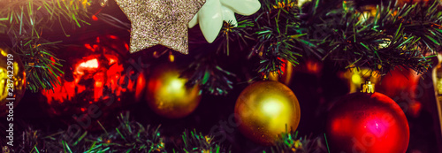 Foto-Lamellenvorhang - Part of Christmas tree decorated with stars, flowers, red and golden balls (von Angelov)