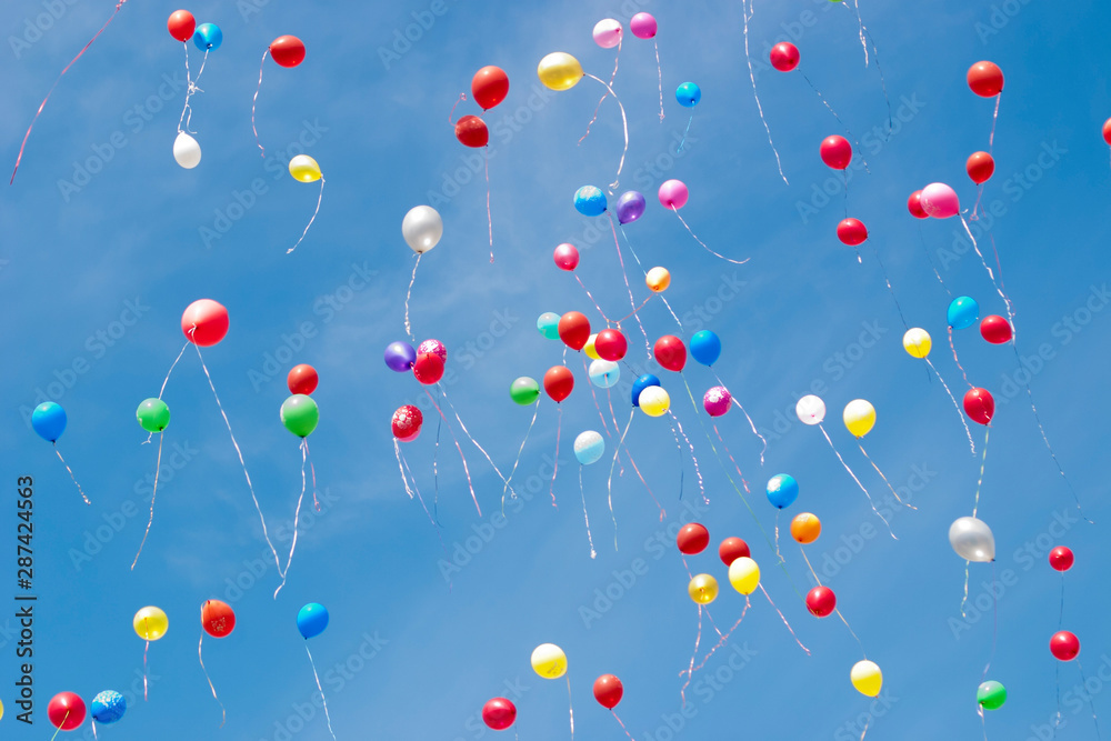Fototapety, obrazy: Multi-colored helium balloons fly in the sky
