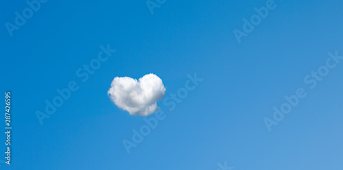 Türaufkleber London Herzwolke in Blauem Himmel