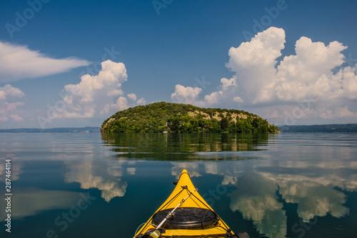 Fotomural  escursione in kayak sul lago di Bolsena