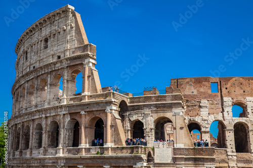 Fotografie, Tablou  Tourists visiting the famous Colosseum in Rome in a beautiful early spring day
