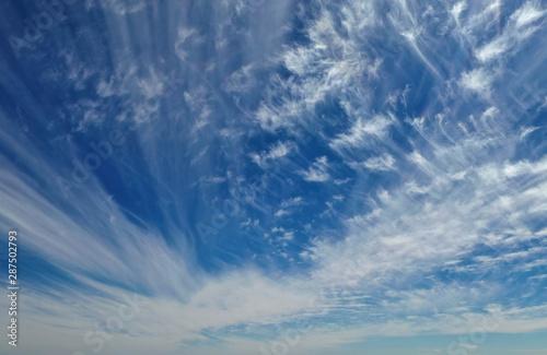 White clouds on a sunny day Billede på lærred