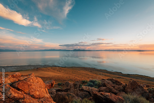 Spoed Fotobehang Antilope View of the Great Salt Lake at sunset, at Antelope Island State Park, Utah