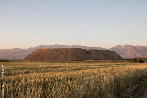 Cuadros en Lienzo  Iraq Kurdistan landscape view of Zagros and ancient mound