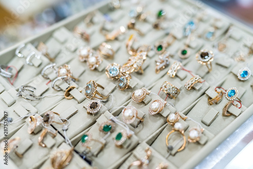 Cadres-photo bureau Nature Showcase in jewellery shop with golden jewels